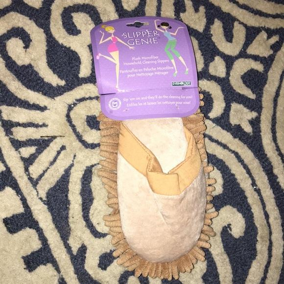 Shoes - NIP microfiber Slipper Genie
